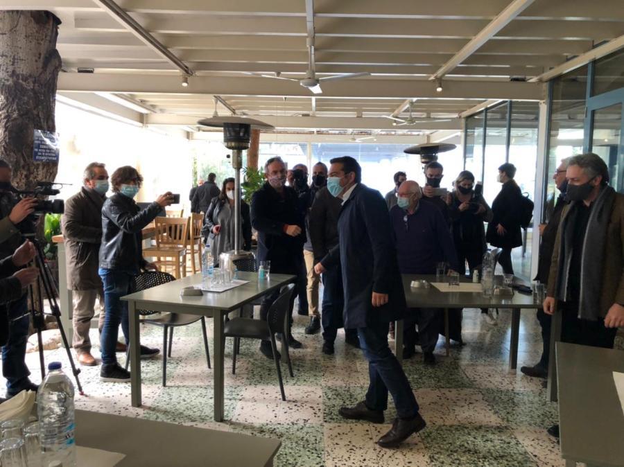 Ο Αλέξης Τσίπρας και επιχειρηματίες στην Πάτρα