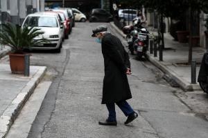 Ηλικιωμένος με μάσκα στο κέντρο της Αθήνας