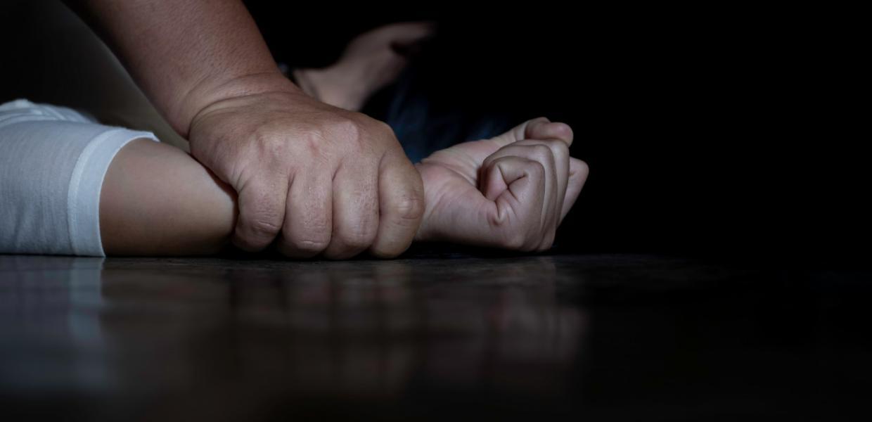 Σεξουαλική κακοποίηση / Μήνυση κατά γνωστού ηθοποιού και σκηνοθέτη για  βιασμό | Αυγή