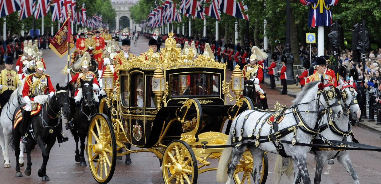 Η ανοξείδωτη βρετανική μοναρχία | Αυγή